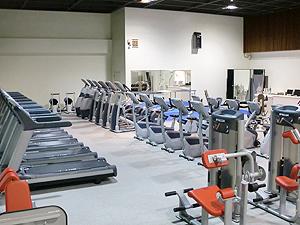 上尾市民体育館のトレーニング室の様子